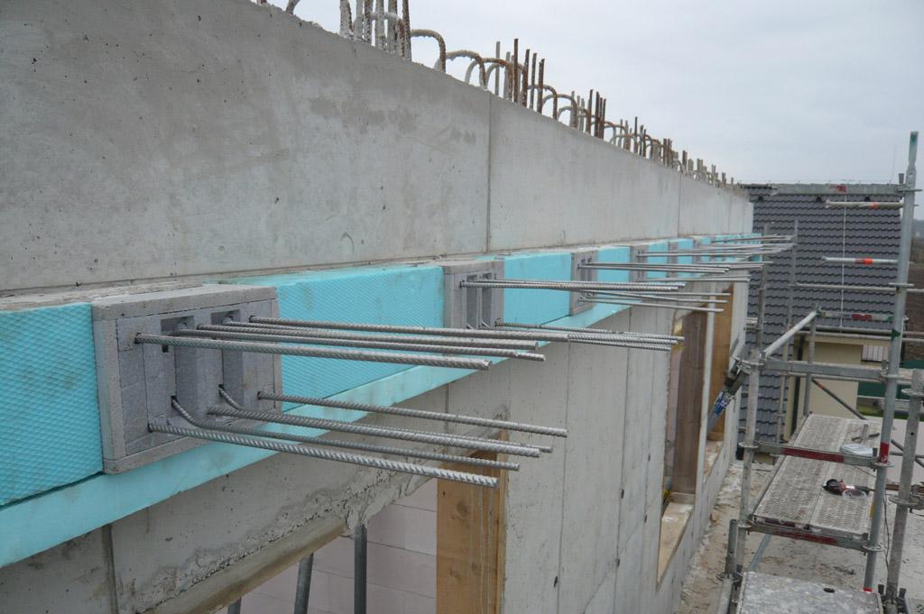 …detail spôsobu prerušenia tepelného mostu v železobetónovej konštrukcii…